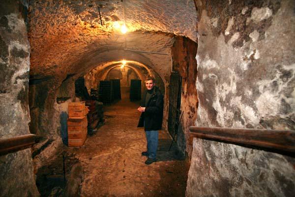 1leventre_dedieu_regis_champagne_cellar