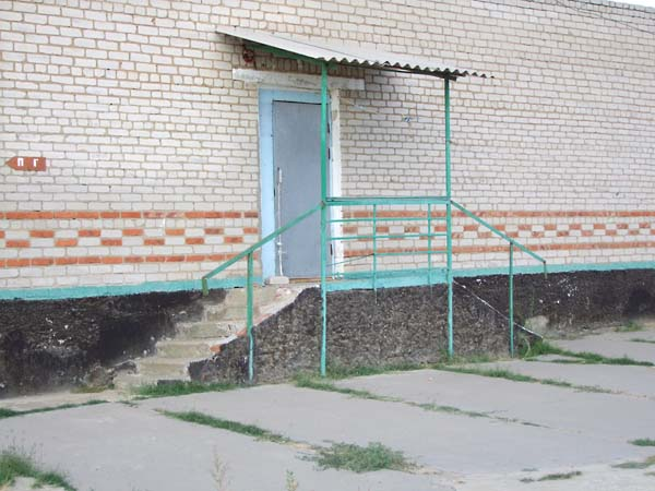 1russia_pioneer_camp_stairs_door