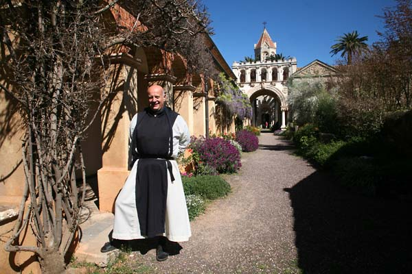 1abbaye_brother_marie_paques_abbey_entrance