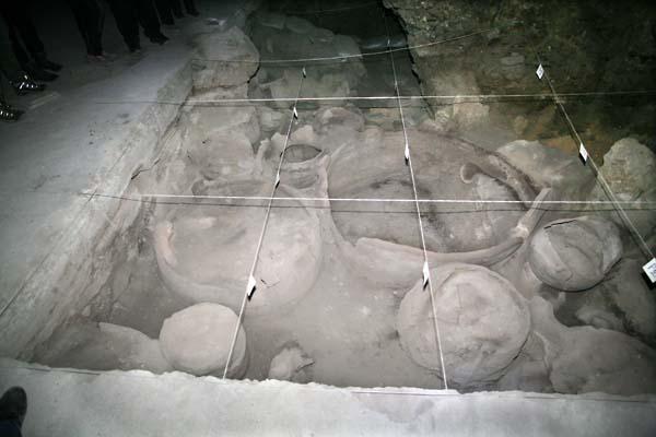 1areni_burials_symbolic_home