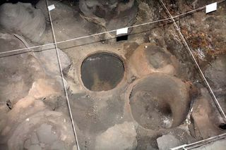 1areni_burials_clay_structures2