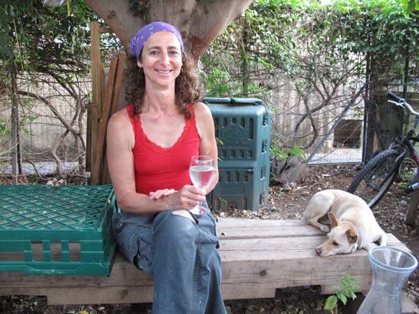 1real_bread_tel_aviv_nina_in_garden
