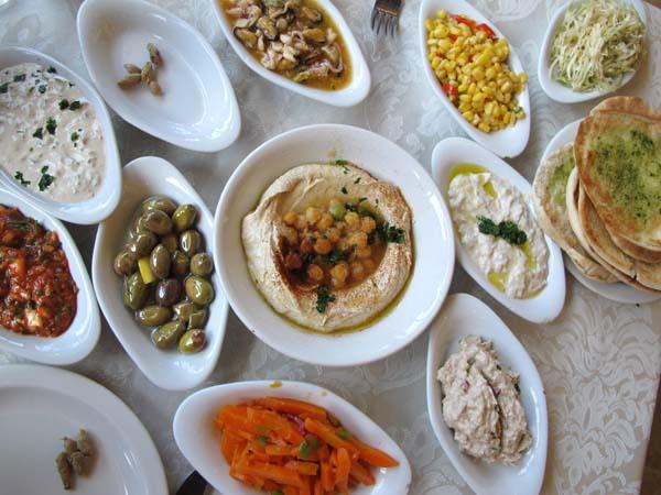 1tanureen_arab_restaurant_israel_plates