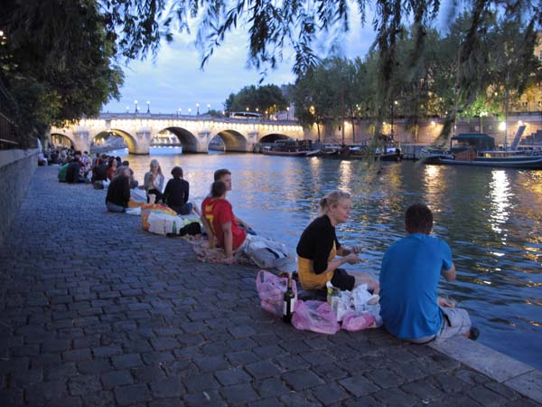 1paris_picnic_dusk_magic