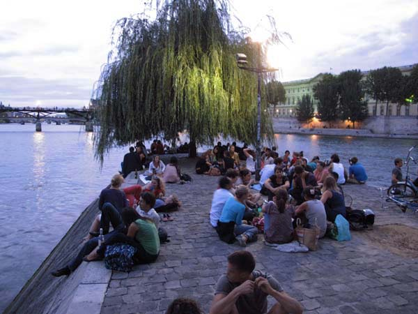 1picnic_paris_weeping_willow_louvre