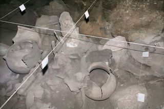 1areni_burials_clay_structures1