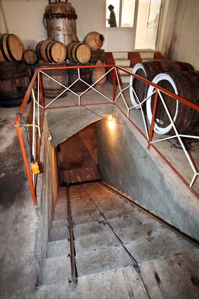 1areni_factory_stairs_to_cellar