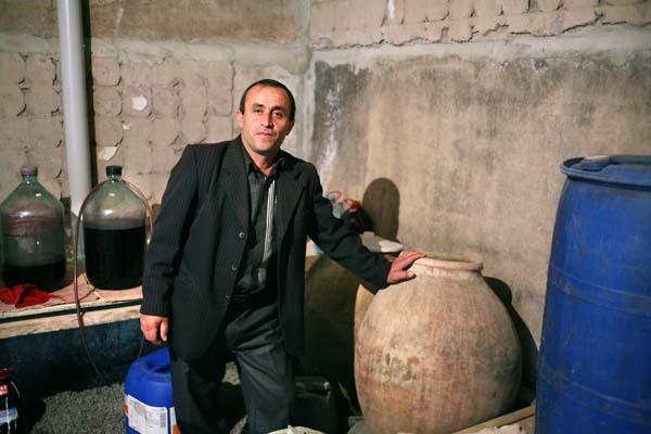 1haigaz_areni_cellar_amphorae1