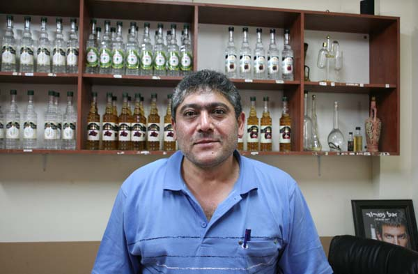 1el_namroud_arak_distillery_man