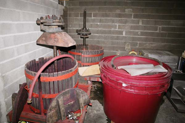 1julien_courtois_press_fermentation_vats