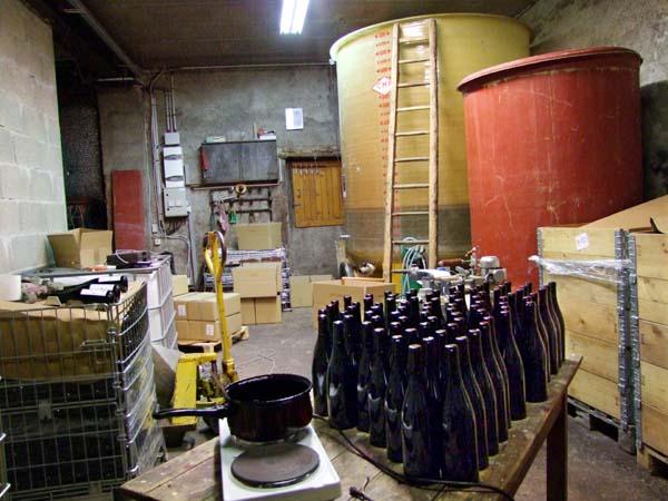 1julie_balagny_simone_vat_wax_bottles