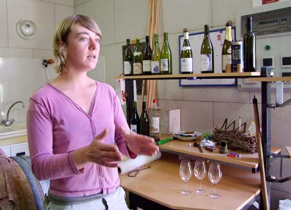 1julie_balagny_explaining