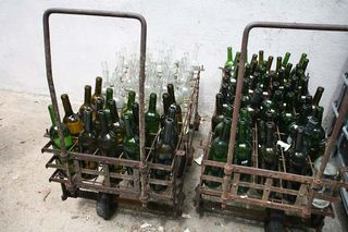 1chateau_sainte_anne_bandol_bottle_cart