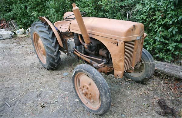 1chateau_sainte_anne_bandol_fergusson_tractor