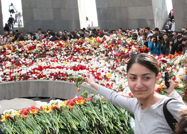 1armenia_remembrance_day_fleur_grise