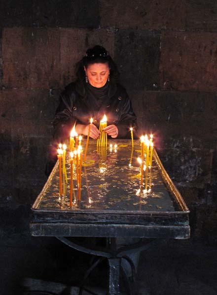 1yerevan_church_candles