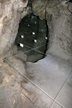 1areni_cave_narrow_end_diggings