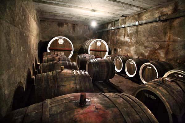 1areni_factory_cask_foudres_cellar
