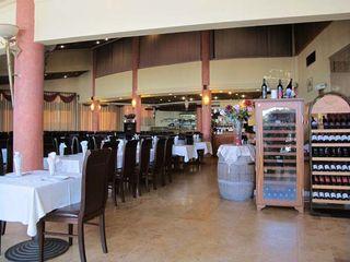 1tanureen_arab_restaurant_israel_dining_room