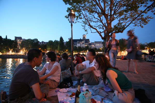 1picnic_paris_party_along_the_seine