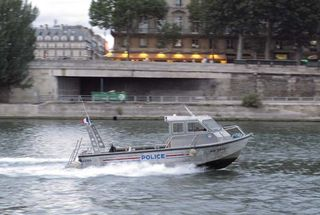 1paris_picnic_wine_police_speedboat