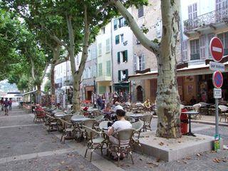 1cotignac_place_village_provence