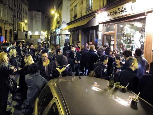 1beaujolais_nouveau_garde_robe_arbre_sec_crowd