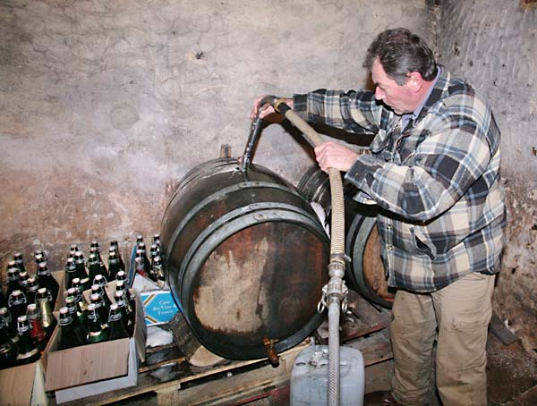 1cider_apples_pressing_cask_bottles