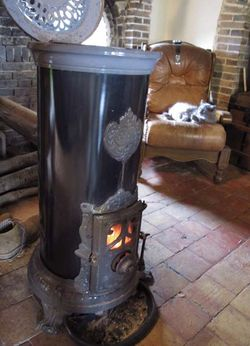 1cider_apples_pressing_stove_cat