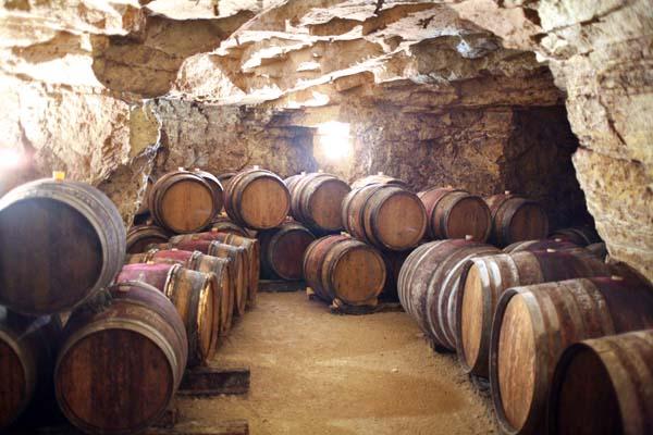 1Pierre_Breton_a_cask_cellar