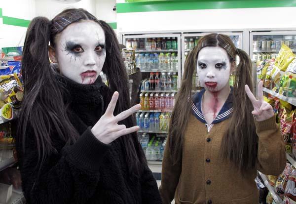 1ikebukuro_tokyo_family_mart_girls