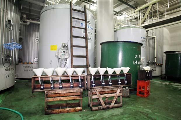 1saito_shuzo_brewery_funnels_samples