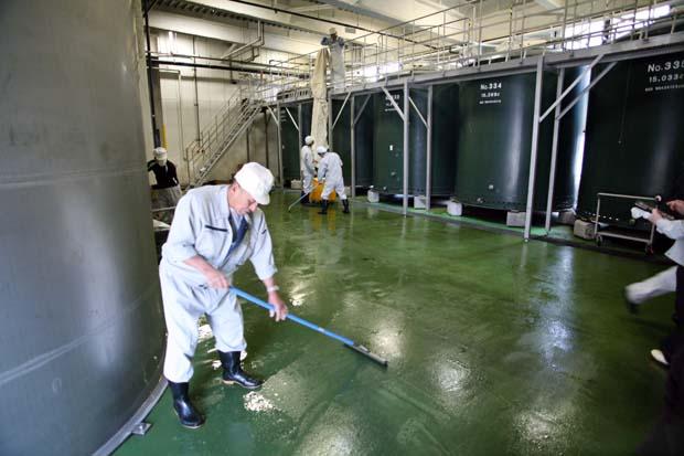 1kenbishi_kurabito_team_cleaning