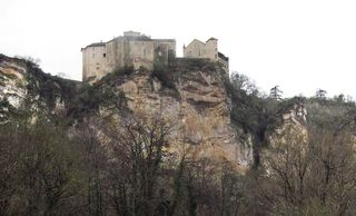 1causse_marines_fortification_gorges_de_la vere