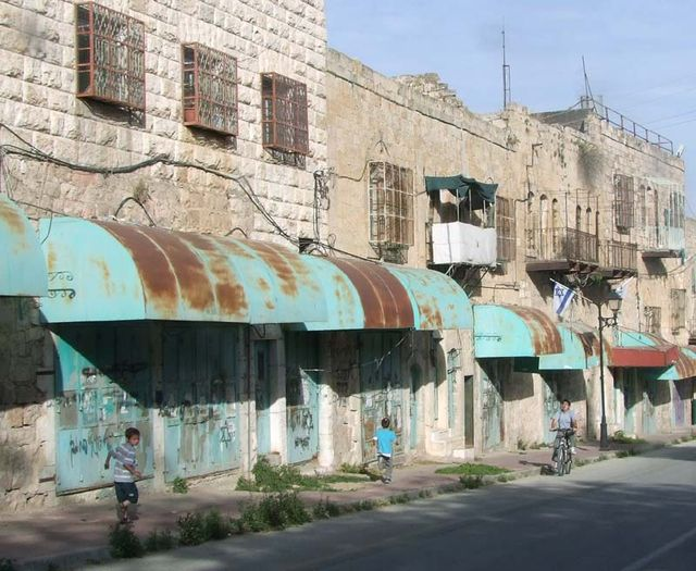 1hebron_closed_businesses_arab_kids