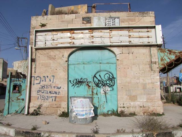 1hebron_downtown_closed_house