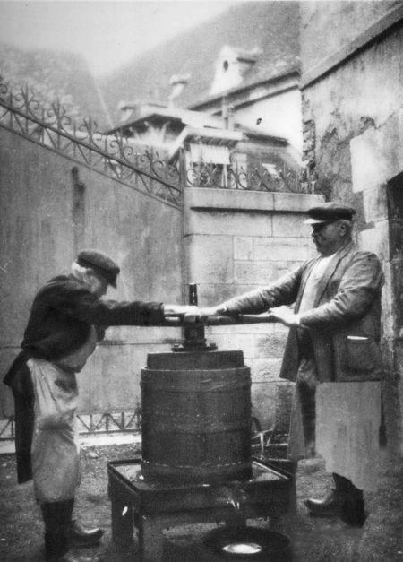 1_1930_vinif_vieux_pressoir_beaune