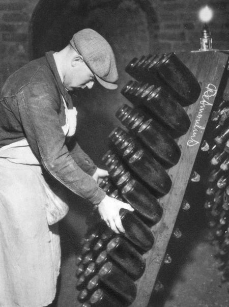 1_1930_vinif_remuage_champagne