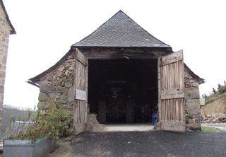 1nicolas_carmarans_campouriez_barn