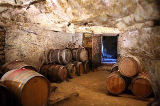 1cafe_de_la_promenade_bourgueuil._coin_cave_vin
