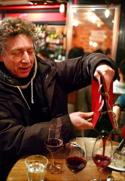 1francois_dumas_pouring_blind_wine
