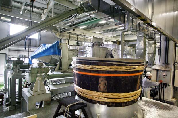1kenbishi_brewery_sake_steaming