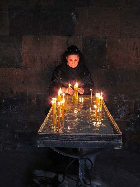 1yerevan_church_candles1