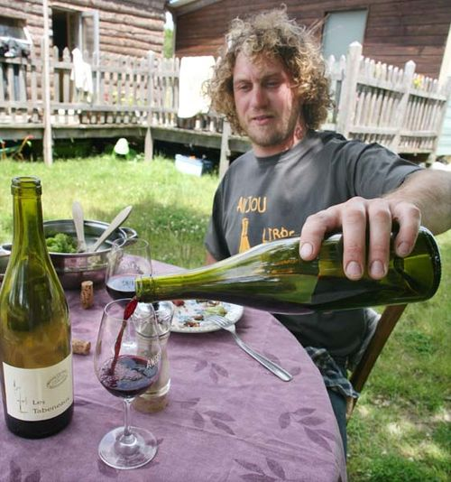 1courault_benoit_pouring_wine
