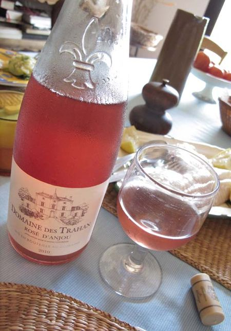 1cheap_rose_wine_rose_d_anjou_trahan2010