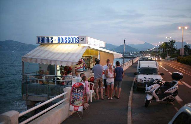 1cabane_plage_cannes_soir
