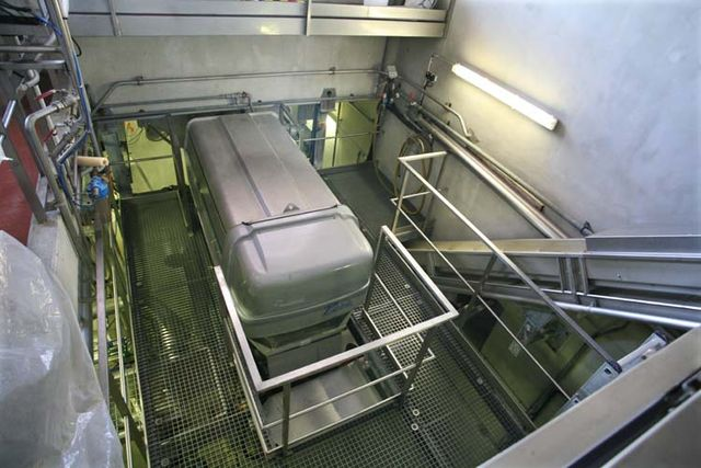 1vacqueyras_coop_press_conveyor_belt