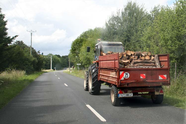 1jeremy_quastana_tractor_road