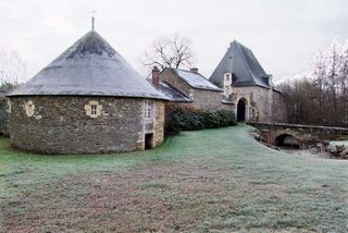 1rablay_sur_layon_fortified_farm