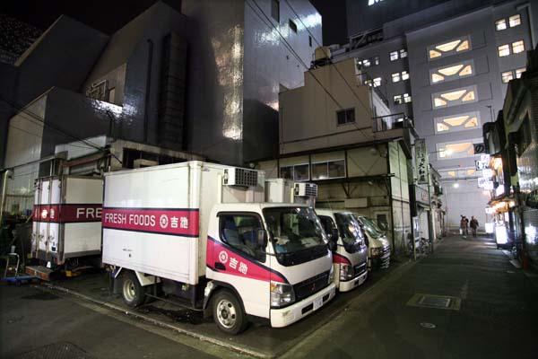 1tokyo_tachinomi_yoshi_ike_trucks